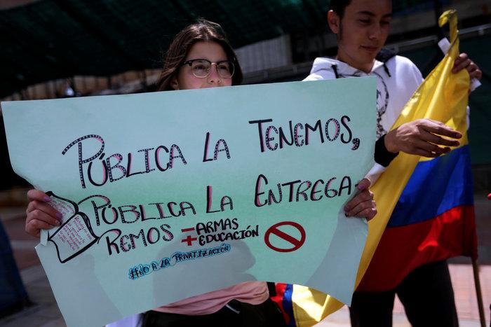 Στους δρόμους της Κολομβίας χιλιάδες μαθητές και καθηγητές (φωτό) - εικόνα 3