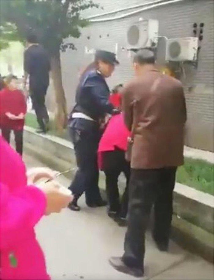 Μακελειό στην Κίνα: Γυναίκα μαχαίρωσε 14 παιδιά σε νηπιαγωγείο[ΦΩΤΟ-ΒΙΝΤΕΟ] - εικόνα 2
