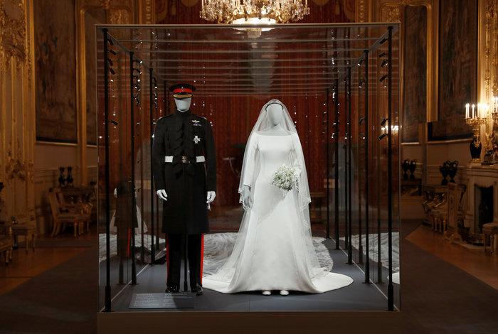 H έκθεση με τα γαμήλια ρούχα Χάρι και Μέγκαν σχεδόν sold-out - εικόνα 2