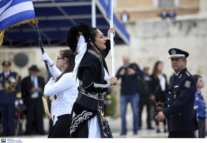 Μικρής έκτασης επεισόδιο στη μαθητική παρέλαση της Αθήνας - εικόνα 2
