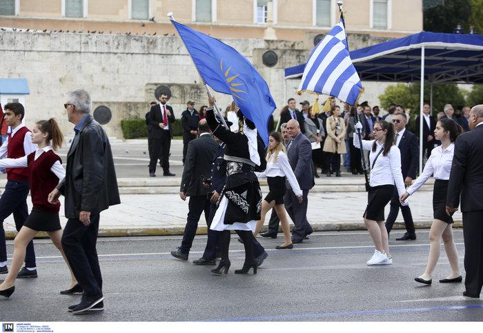Μικρής έκτασης επεισόδιο στη μαθητική παρέλαση της Αθήνας - εικόνα 4