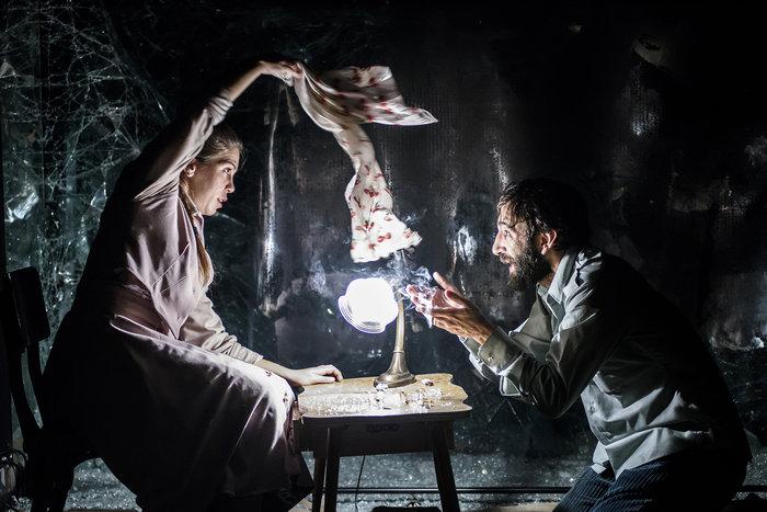 """Ο """"γυάλινος κόσμος"""" έρχεται στο θέατρο της οδού Κεφαλληνίας - εικόνα 2"""