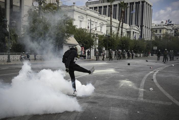 Ένταση και επεισόδια στο μαθητικό συλαλλητήριο στην Αθήνα - εικόνα 2