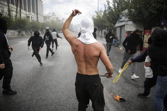Ένταση και επεισόδια στο μαθητικό συλαλλητήριο στην Αθήνα - εικόνα 4