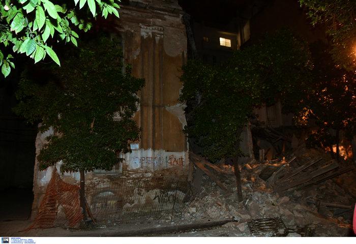Δεν υπάρχουν εγκλωβισμένοι στο κτίριο που κατέρρευσε στον Πειραιά