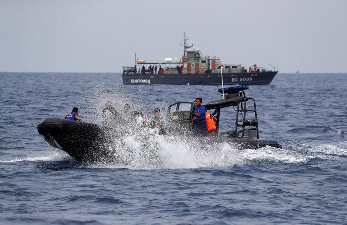 Αεροπορική τραγωδία στην Ινδονησία: Αναζητούν τα μαύρα κουτιά του Boeing - εικόνα 3