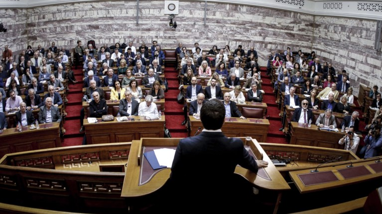 epixeirisi-allagis-atzentas-apo-ton-tsipra-me-suntagma-kai-papantwniou