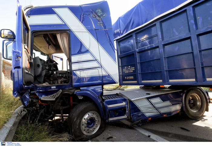 Δύο νεκροί σε τροχαίο στην παλαιά εθνική Αθηνών-Κορίνθου