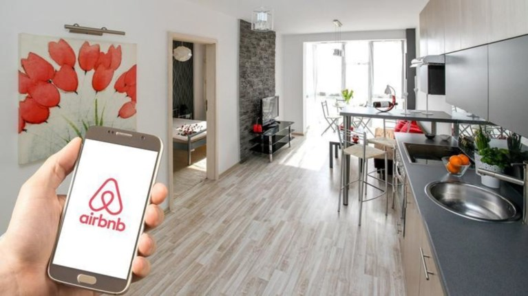 iightech-elegxoi-tis-aade-ala-portogalika-gia-misthwseis-airbnb