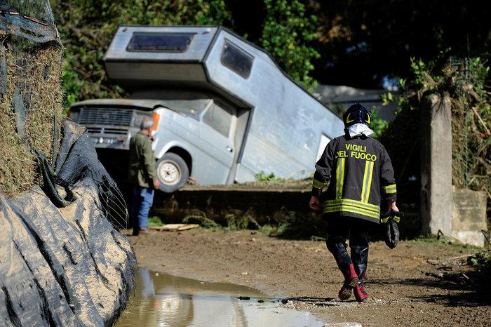 Πλημμύρες στην Σικελία: Πνίγηκε 9μελής οικογένεια από τα ορμητικά νερά - εικόνα 3