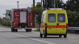 Απίστευτο περιστατικό: Αυτοκίνητο έπεσε σε γκρεμό στην Πετρούπολη
