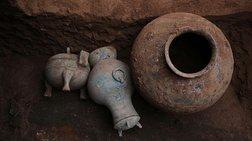 Κίνα: Εντοπίστηκε σε τάφο ένα δοχείο που περιείχε κρασί ηλικίας 2.000 ετών