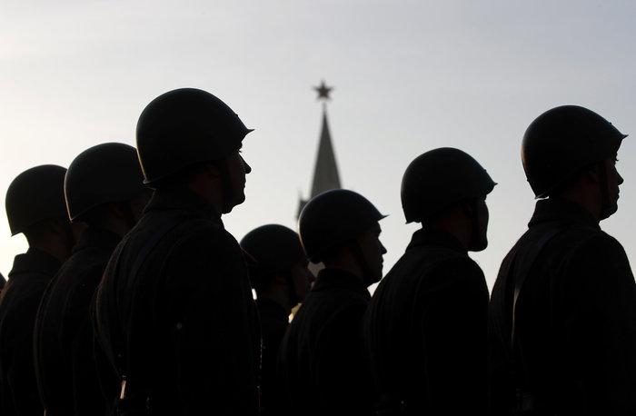 Μεγαλειώδης στρατιωτική παρέλαση στην Κόκκινη Πλατεία - εικόνα 2
