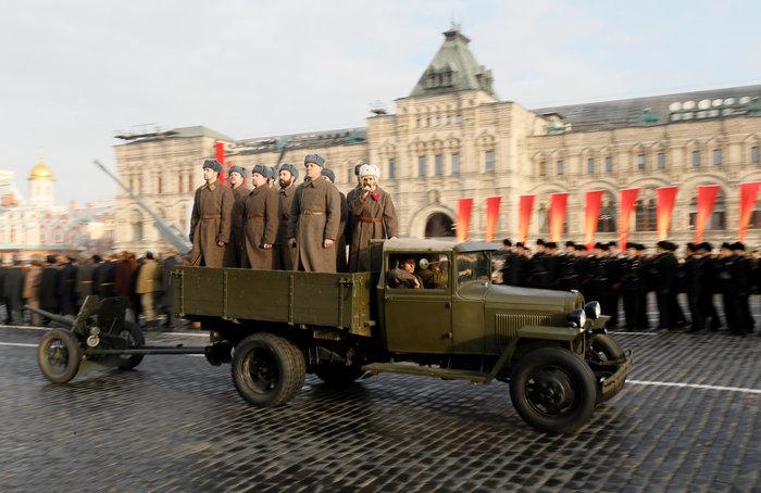 Μεγαλειώδης στρατιωτική παρέλαση στην Κόκκινη Πλατεία - εικόνα 3