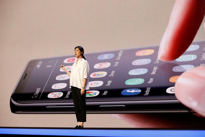 Τα κινητά αλλάζουν όψη και μέγεθος και θα έχουν διπλή οθόνη - εικόνα 2