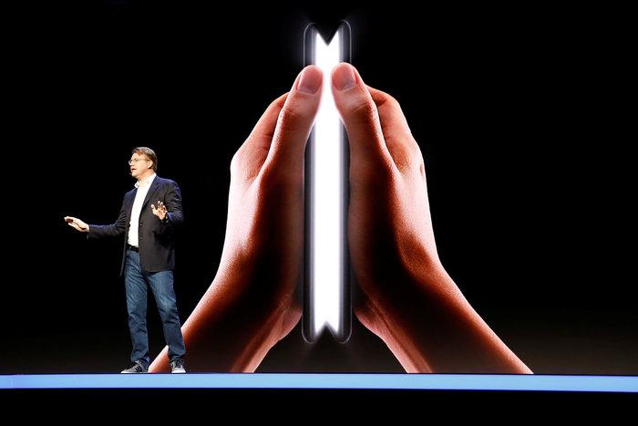 Τα κινητά αλλάζουν όψη και μέγεθος και θα έχουν διπλή οθόνη - εικόνα 3