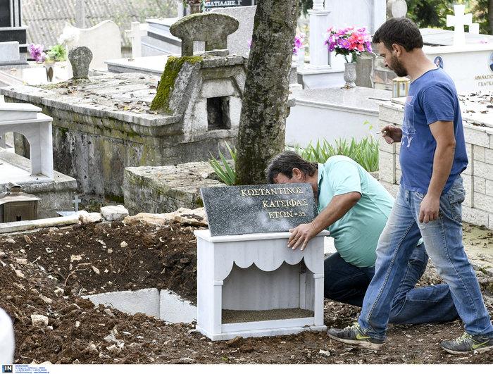 Πλήθος κόσμου, οικογένεια & φίλοι αποχαιρέτησαν τον K. Κατσίφα - εικόνα 9