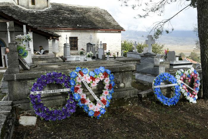 Πλήθος κόσμου, οικογένεια & φίλοι αποχαιρέτησαν τον K. Κατσίφα - εικόνα 11