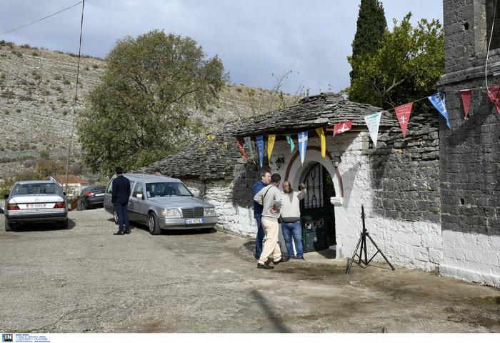 Πλήθος κόσμου, οικογένεια & φίλοι αποχαιρέτησαν τον K. Κατσίφα - εικόνα 12