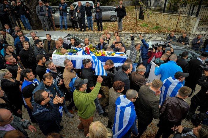 Πλήθος κόσμου, οικογένεια & φίλοι αποχαιρέτησαν τον K. Κατσίφα - εικόνα 3