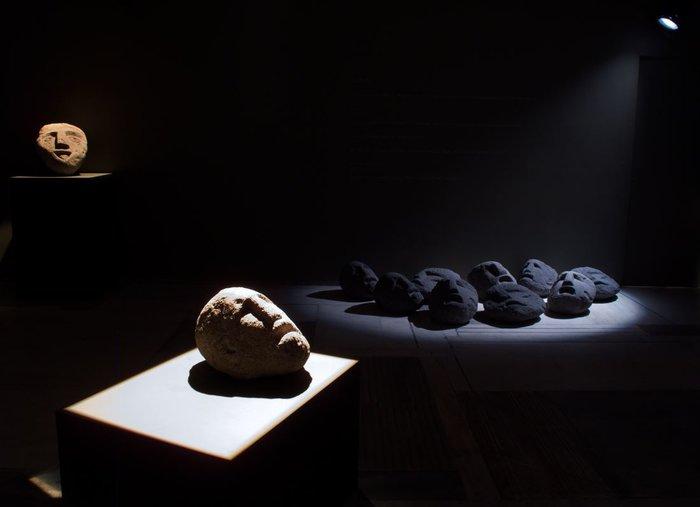 Αγαμέμνων 1, ηφαιστειακή πέτρα 2005 - Γαία, ηφαιστειακή πέτρα, 2008 - Γύψινα κεφάλια 2009, εγκατάσταση