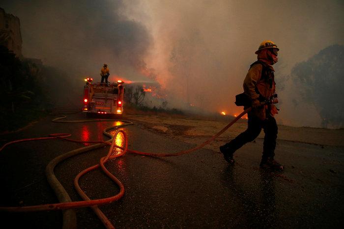 Πυρκαγιές στην Καλιφόρνια: Τουλάχιστον 25 νεκροί, απειλείται το Μαλιμπού - εικόνα 3