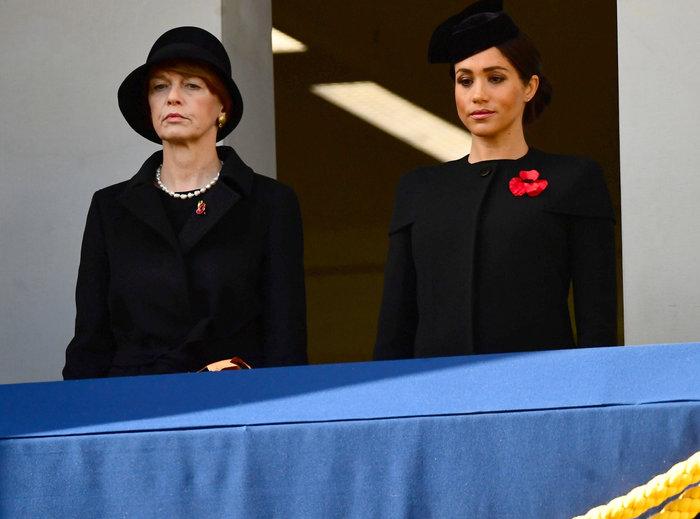 Στο βασιλικό μπαλκόνι: Οι λαμπερές Κέιτ & Μέγκαν & η μουτρωμένη βασίλισσα - εικόνα 2