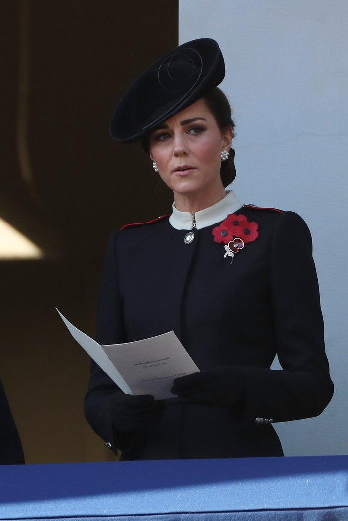 Στο βασιλικό μπαλκόνι: Οι λαμπερές Κέιτ & Μέγκαν & η μουτρωμένη βασίλισσα - εικόνα 4
