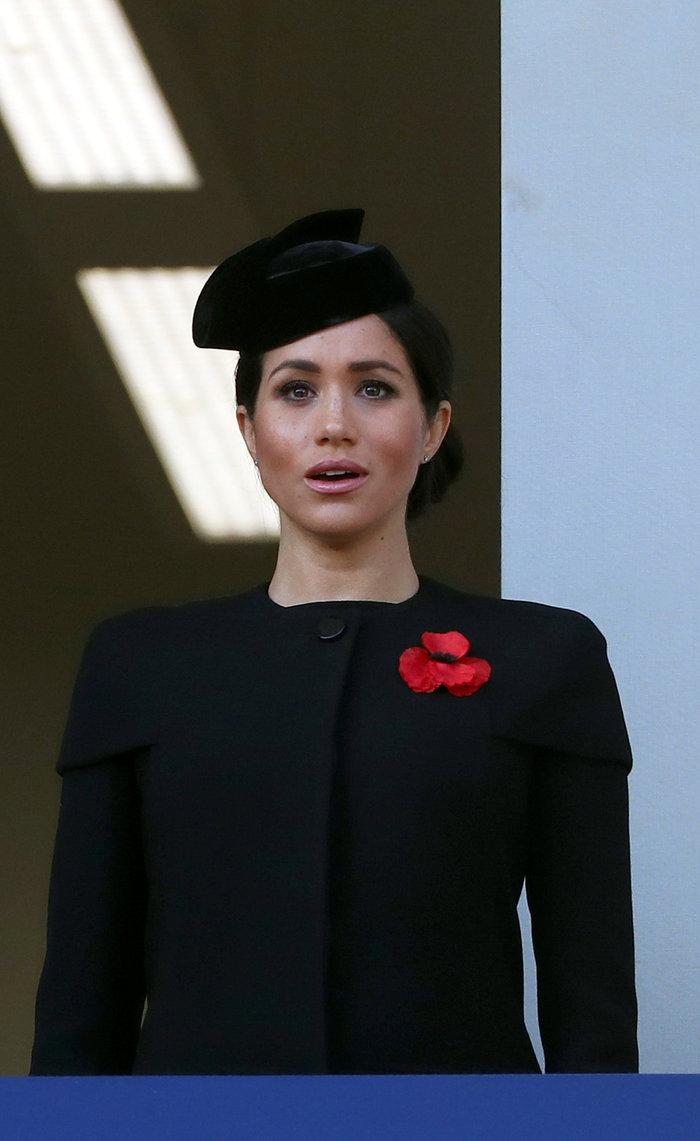 Στο βασιλικό μπαλκόνι: Οι λαμπερές Κέιτ & Μέγκαν & η μουτρωμένη βασίλισσα - εικόνα 5