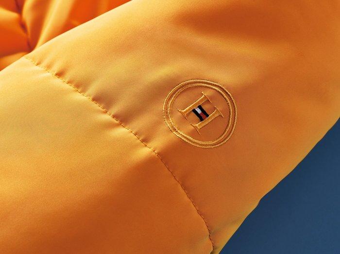 Αυτό το κατακίτρινο μπουφάν είναι η επιτομή της γυναικείας μόδας - εικόνα 2