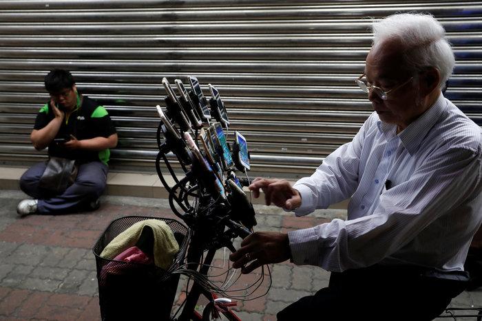 """Ο """"παππούς των Πόκεμον"""" τα κυνηγάει στην Ταιβάν"""