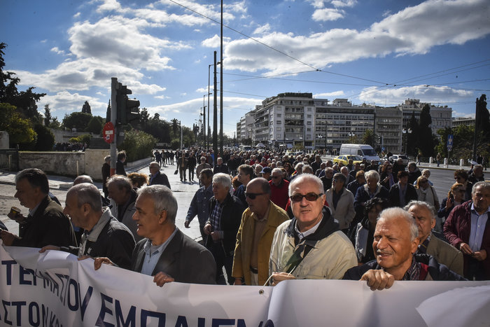 Πορεία των συνταξιούχων για περικοπές και αναδρομικά - εικόνα 3