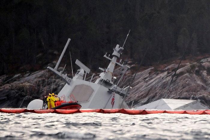 Νορβηγία: Βυθίζεται η φρεγάτα μετά τη σύγκρουση με τάνκερ