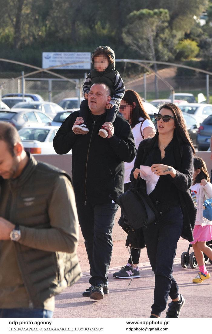 Δημήτρης Σκαρμούτσος: Σπάνια εμφάνιση με τη σύζυγό του και τον γιο τους