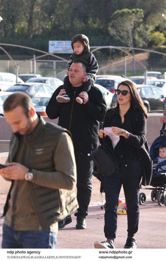 Δημήτρης Σκαρμούτσος: Σπάνια εμφάνιση με τη σύζυγό του και τον γιο τους - εικόνα 2