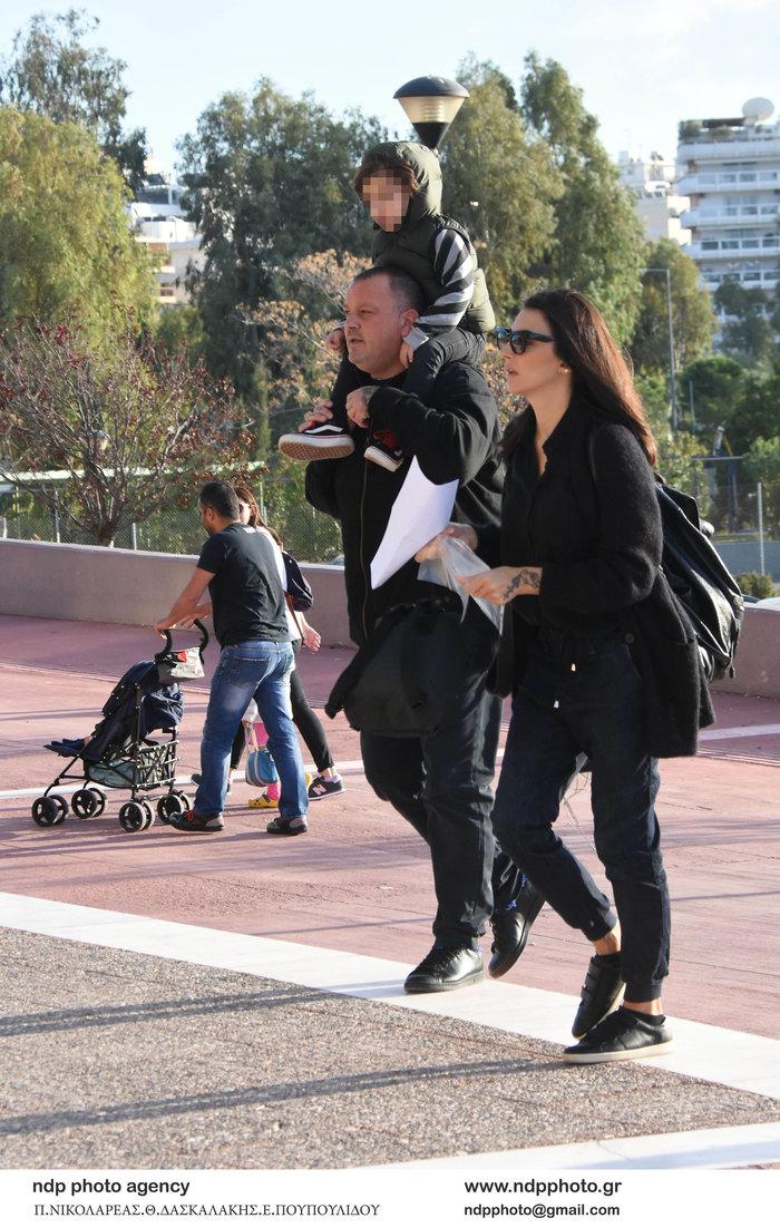 Δημήτρης Σκαρμούτσος: Σπάνια εμφάνιση με τη σύζυγό του και τον γιο τους - εικόνα 3