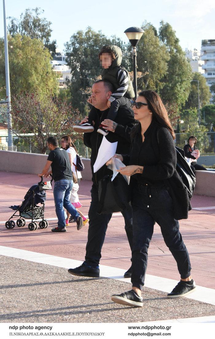 Δημήτρης Σκαρμούτσος: Σπάνια εμφάνιση με τη σύζυγό του και τον γιο τους - εικόνα 4