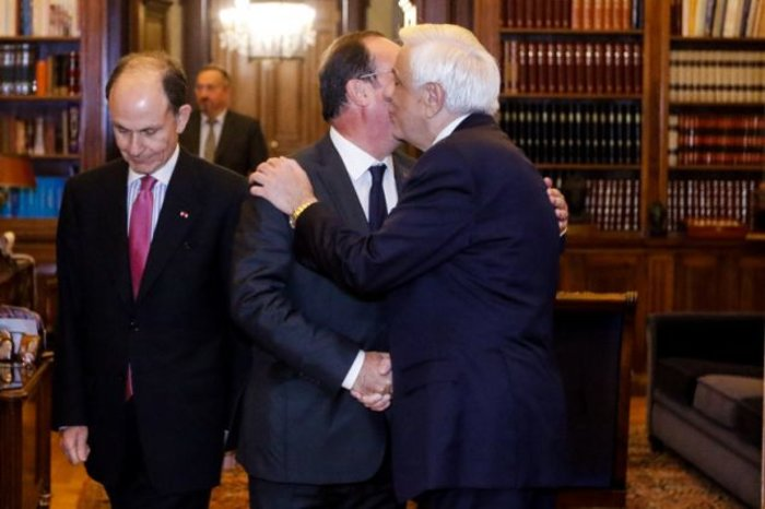 Ο Ολάντ και το τηλεφώνημα Παυλόπουλου που κράτησε την Ελλάδα στο ευρώ
