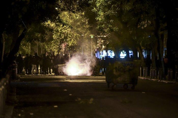 Πεδίο «μάχης» και πάλι το Πολυτεχνείο-Δεκαεννέα συλλήψεις - εικόνα 8