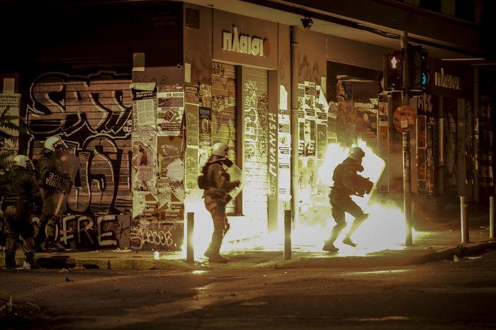 Πεδίο «μάχης» και πάλι το Πολυτεχνείο-Δεκαεννέα συλλήψεις - εικόνα 6