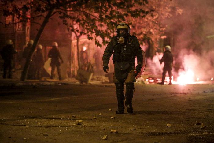 Πεδίο «μάχης» και πάλι το Πολυτεχνείο-Δεκαεννέα συλλήψεις - εικόνα 4