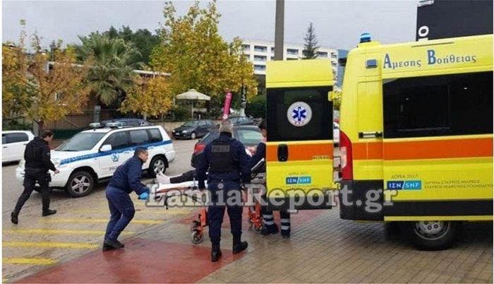 Αυτοκίνητο «μπούκαρε» σε φαρμακείο στη Λαμία (φωτό & βίντεο) - εικόνα 2
