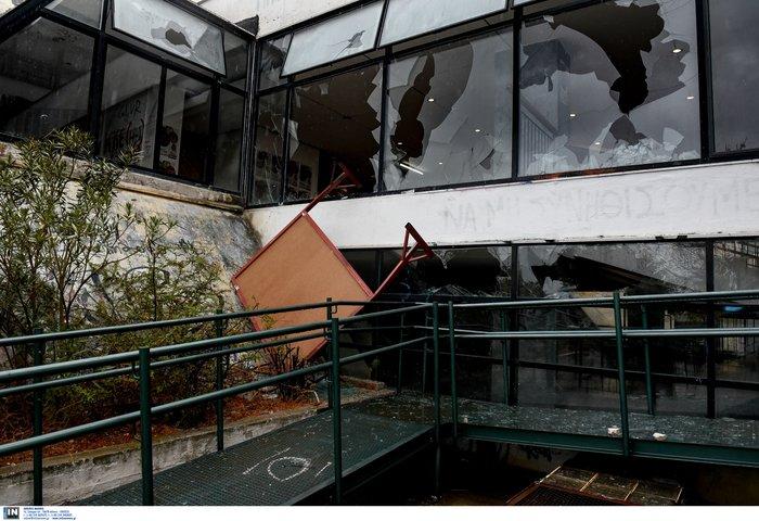Εικόνες καταστροφής σε Πολυτεχνείο και ΑΠΘ-Βίντεο - εικόνα 3