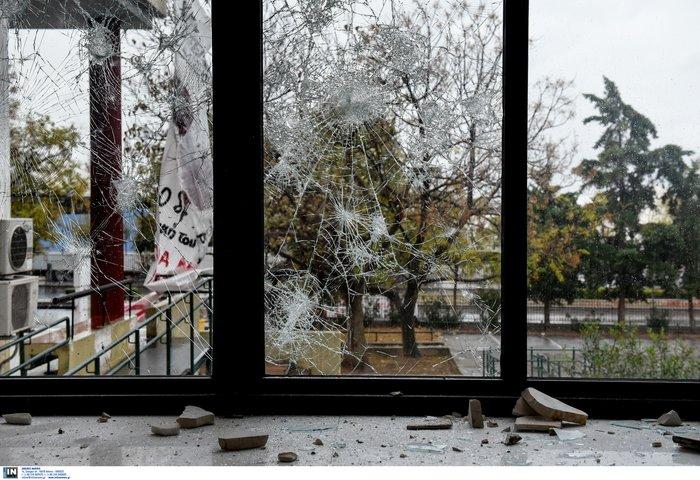 Εικόνες καταστροφής σε Πολυτεχνείο και ΑΠΘ-Βίντεο - εικόνα 5