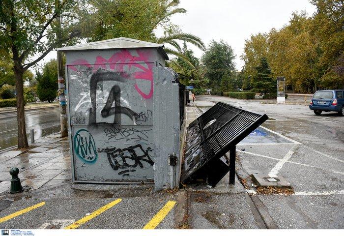 Εικόνες καταστροφής σε Πολυτεχνείο και ΑΠΘ-Βίντεο - εικόνα 8