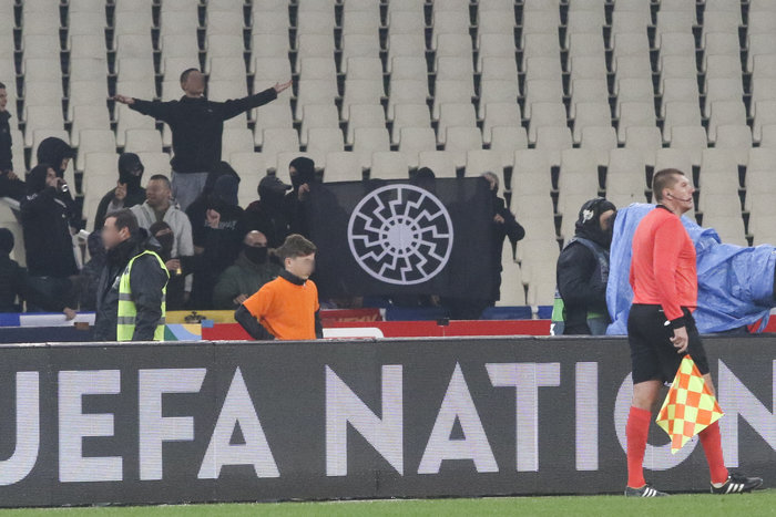 Εικόνες ντροπής στο ΟΑΚΑ με φασιστικούς χαιρετισμούς