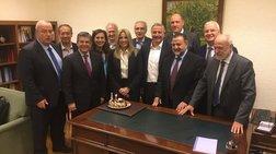 Η Φώφη Γεννηματά έχει γενέθλια - έσβησε κεράκι στη Βουλή