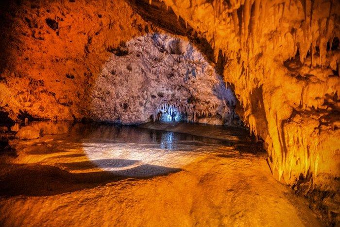 Σπήλαιο Ανεμότρυπα