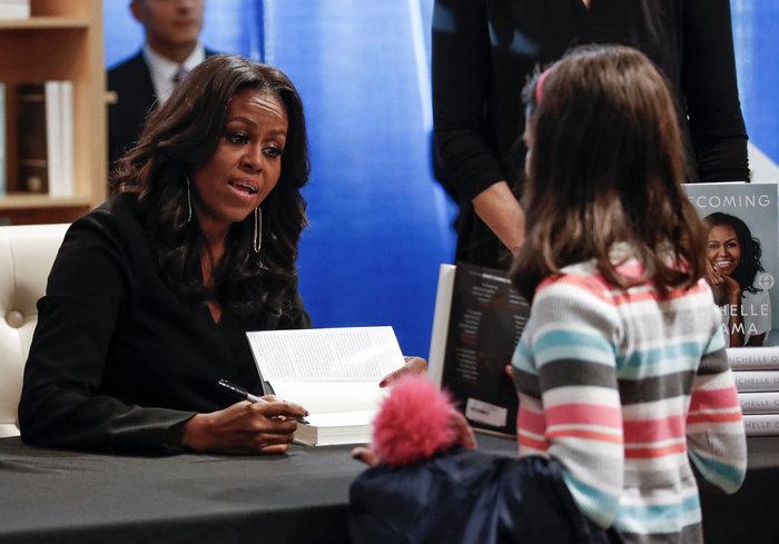 Φρενίτιδα και ρεκόρ πωλήσεων για το βιβλίο της Μισέλ Ομπάμα - εικόνα 4
