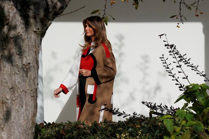 Με παλτό Dior αξίας 9.400 δολαρίων η Μελάνια Τραμπ